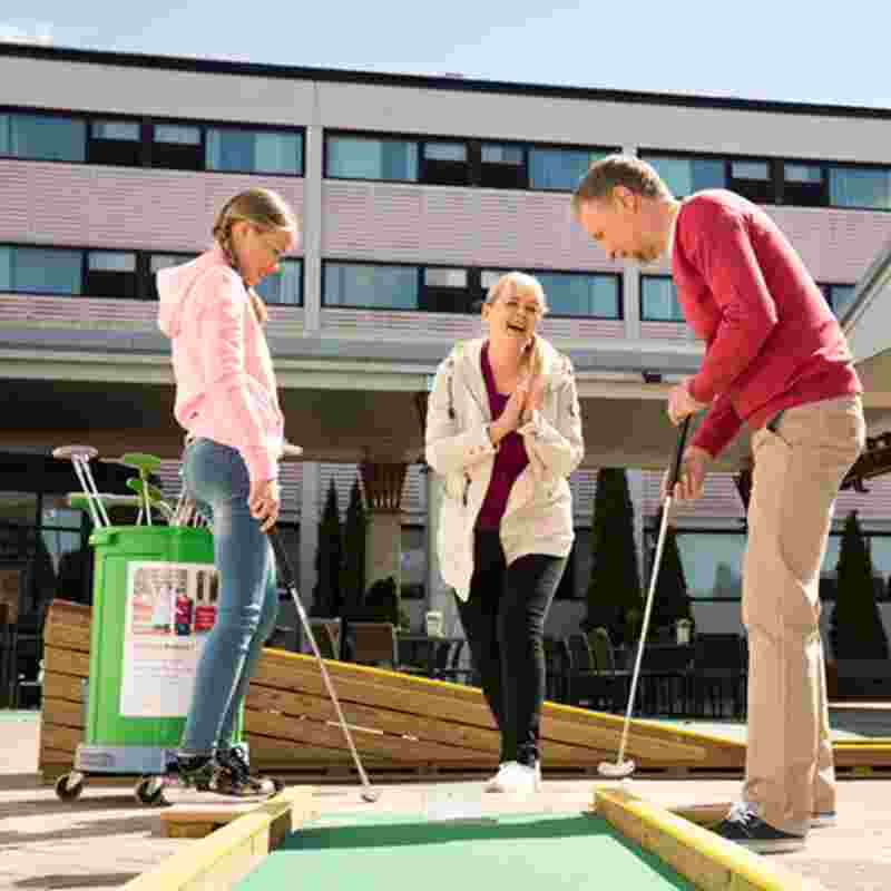 family playing minigolf squ.jpg