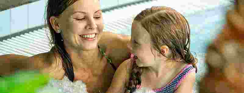mother-and-daughter-in-spa-1042x400.jpg