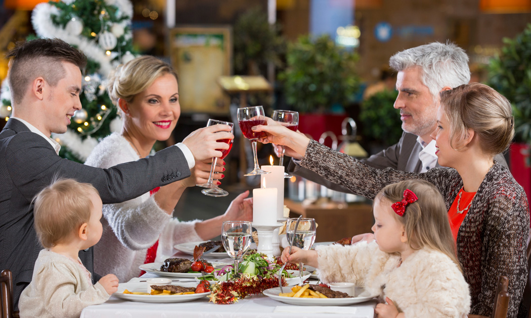 christmas-family-glasses-hor.jpg