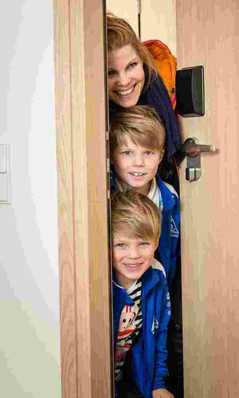 mother-and-two-boys-leaving-hotel-room-ver.jpg